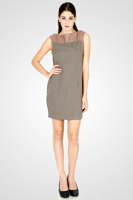 The combination of sophisticated lady like look with the edginess of leather material has made this dress look more attractive. Pair it with matching high heels and clutch bag. http://zocko.it/LDcEE