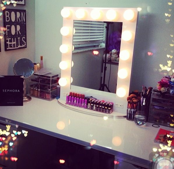 Vanity With Lights For Room : Makeup mirror with light bulbs Room /home /bathrooms Pinterest Mirror with light bulbs ...