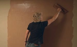 DIY video: How to plaster a wall