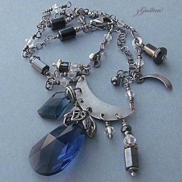 Krótki naszyjnik srebrny z kryształami Swarovskiego i hematytem.