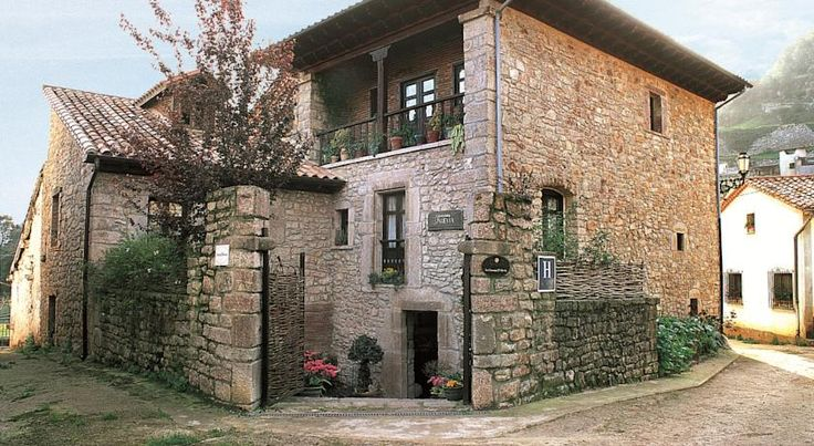Hotel Casona D'Alevia Peñamellera Baja Set in the stunning natural landscape on the edge of Picos de Europa National Park, this charming small hotel is the ideal base for exploring this mountainous region of Asturias.   Relax in the family-run atmosphere of this hotel.