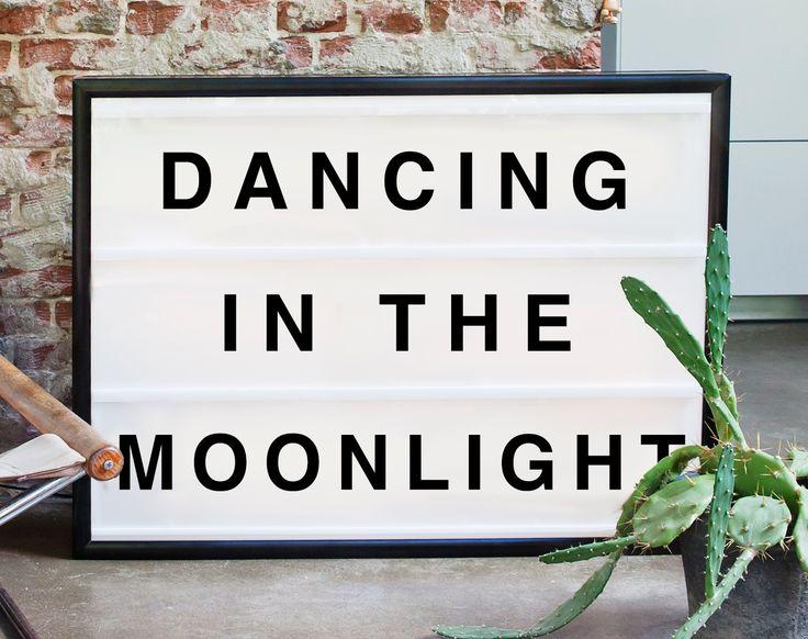 Dancing in the moonlight lightbox från Bxxlght hos ConfidentLiving.se