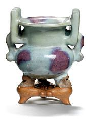857/153 - Jun tripod censer. Song-Ming, 960-1644. H. 12 cm.