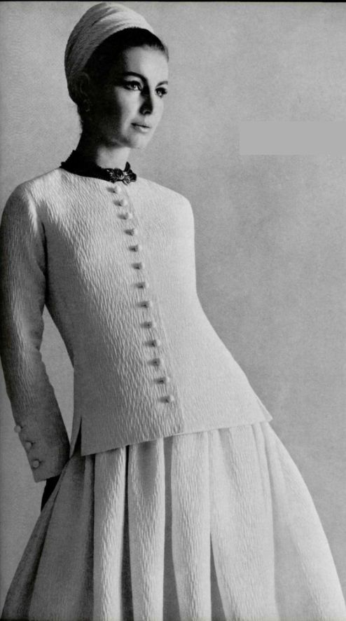 Christian dior with mannequin couture maison du monde - Mannequin couture maison du monde ...