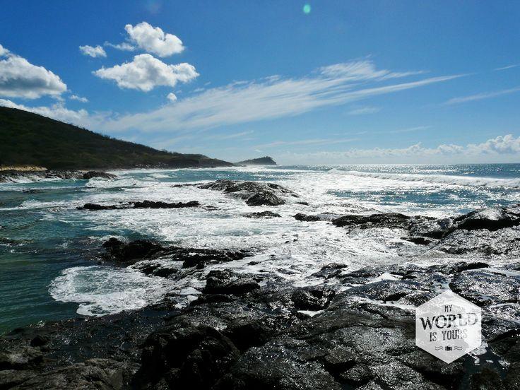 ....Dag twee is nog mooier dan de dag ervoor en we bezoeken de Champagne Pools, vernoemd naar het bruisende zeewater dat over de rotsen spat, niet - tot grote teleurstelling van de Ierse meisjes - naar echte champagnebubbels. http://www.myworldisyours.nl/places/fraser