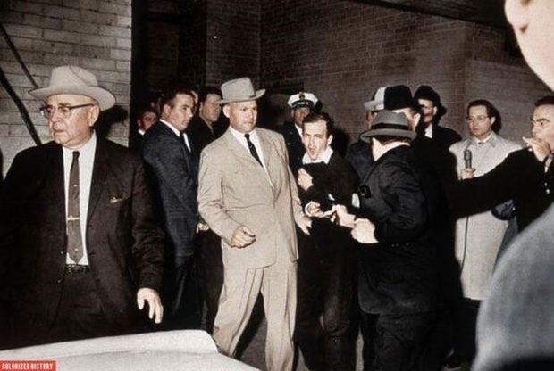 L'assassin de John F. Kennedy, Lee Harvey Oswald, est abattu par Jack Ruby.