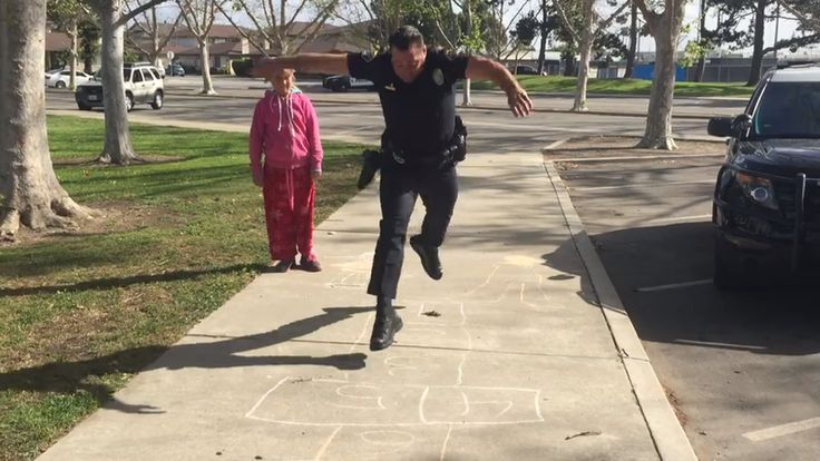 Huntington Beach police officer plays hopscotch with 11-year-old homeless girl