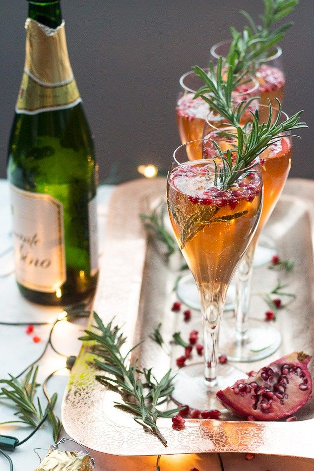 champagne pomegranate spritzers (a simple festive & bubbly cocktail perfect for the holidays!)