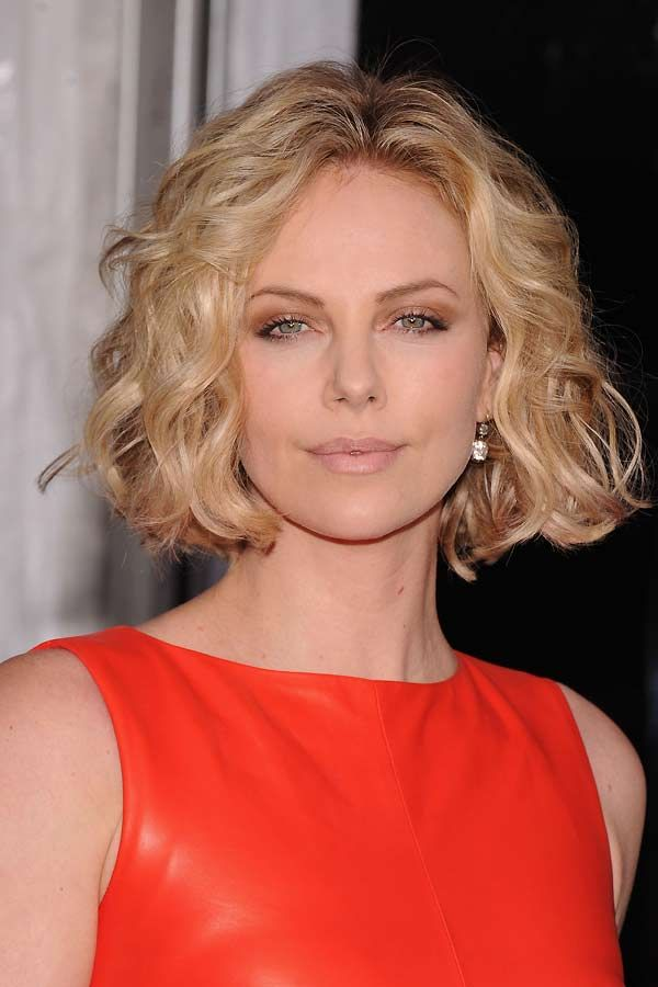 If you have an oblong face shape (oval, square) there are some haircuts that look better than others. Like all face shapes, you want to show off your features a
