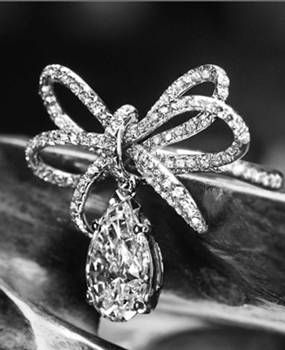 Chanel Fine Jewellery | More here: http://mylusciouslife.com/photo-galleries/bling-fling/