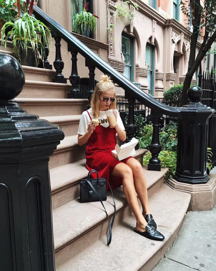 Red dress | Slip dress | Loafer | T-shirt | Food | Brooklyn | More on Fashionchick.nl