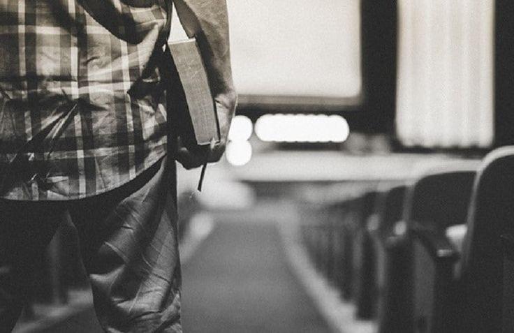 В эту субботу, 23 октября в самарской церкви «Дом Божий» во времямужскогослужения прямо на сцене умер 29-летний лидерпрославления из Тольятти Виктор Жегулин, сообщает316NEWS.  Более 200 человек собрались на этомслужении,чтобы молиться вместе, слушать Слово Божье и свидетельствовать о техчуде