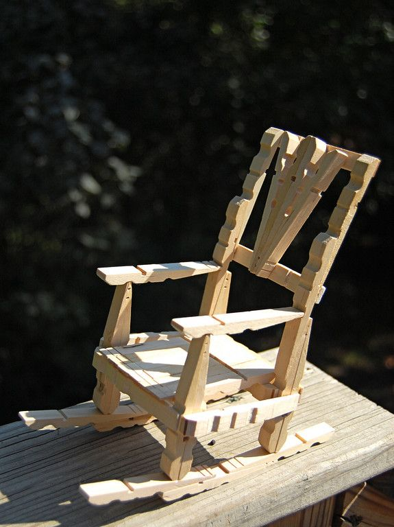 Delightful ways to use clothespins from @lier . I am in love with this rocking chair!