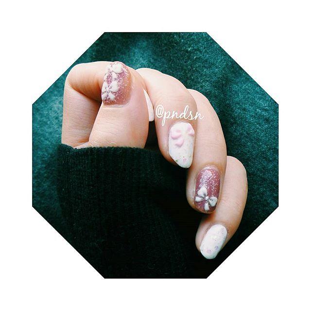 🍬砂糖菓子とグミのネイル🍬  #ネイル #セルフネイル #セルフネイル部 #マニキュア #ポリッシュ #nails #selfnail #manicure #polish #美甲 #ピンクネイル #ホワイトネイル #スイーツネイル #パステルネイル #ロカリネイル #自爪ネイル #ネイルシール #リボンネイル #簡単ネイル