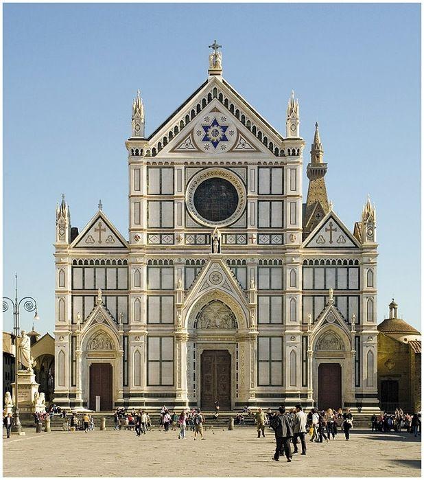 La basilica di Santa Croce, 1294-1385, architetto Arnolfo di Cambio, una delle più grandi chiese officiate dai francescani e una delle massime realizzazioni del gotico in Italia