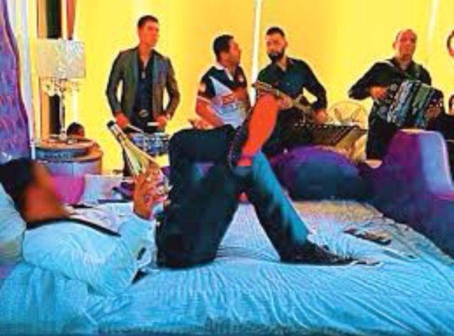I love going to sleep with my #banda playing