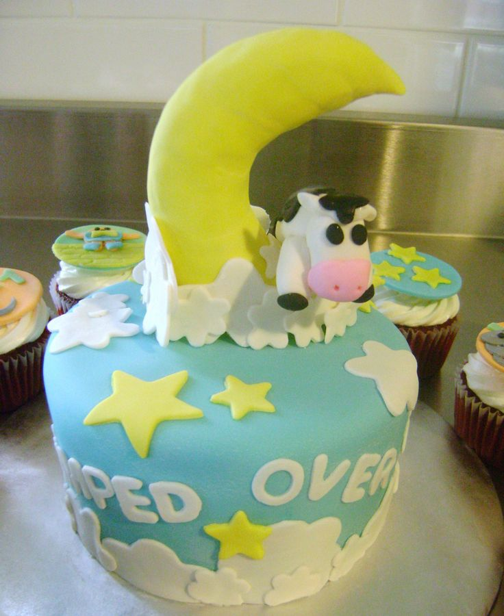 32 Over The Top First Birthday Cakes: 17 Best Images About Nursery Rhyme Cakes On Pinterest