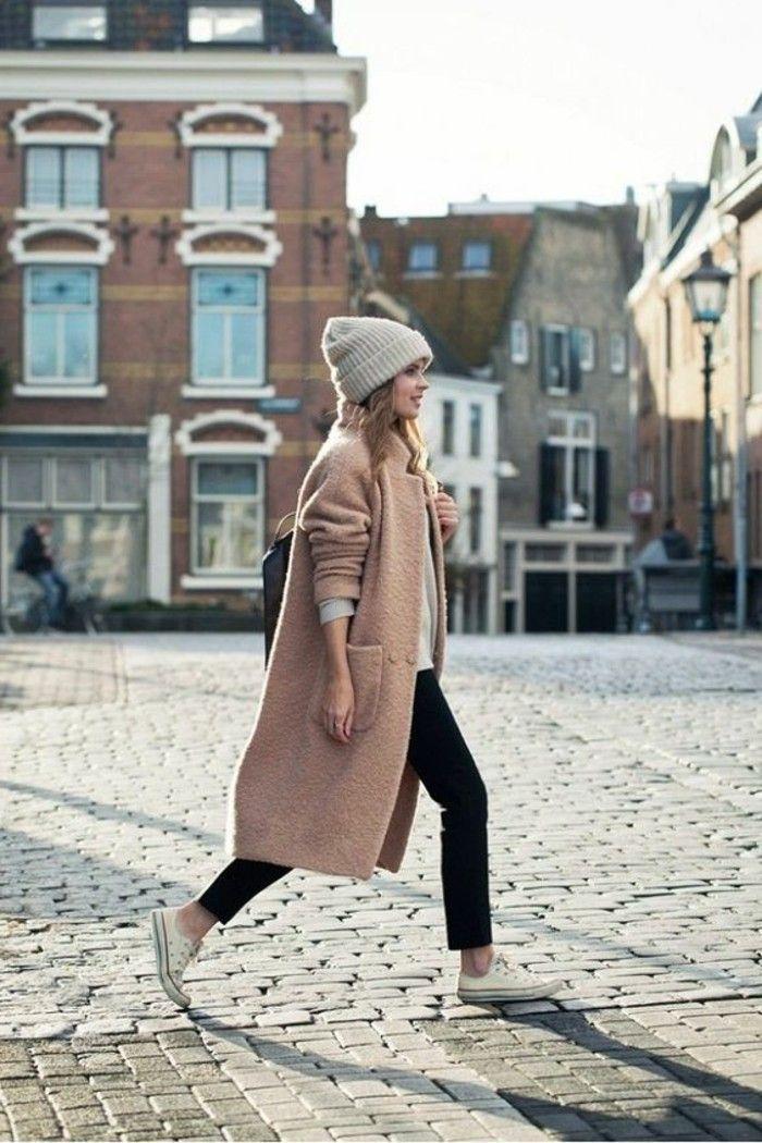 manteau long beige, pantalon noir femme, sneakers beiges femme