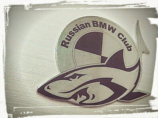 """Клубная эмблема с акулой BMW, из металла (нерж. стали) самоклеящаяся наклейка с новым дизайном клуба БМВ, в наличии в интернет магазине """"СНС Авто Тюнинг"""""""