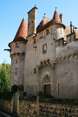 The castle of Murol in Saint-Amant Tallende where Queen Margot was first taken after her arrest at the castle of Ybois in 1586.