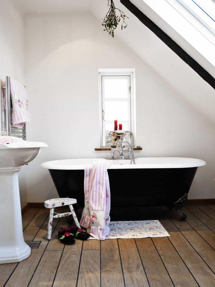Bathroom Clawfoot Tubs Lend An Antique Appearance