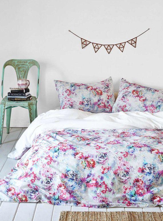 Inegavelmente delicada, a estampa floral traz suavidade para almofadas, cortinas, toalhas de mesa, roupa de cama e muito mais. Invista nela se a ideia é fazer pitadas de romantismo para o seu dia a dia!