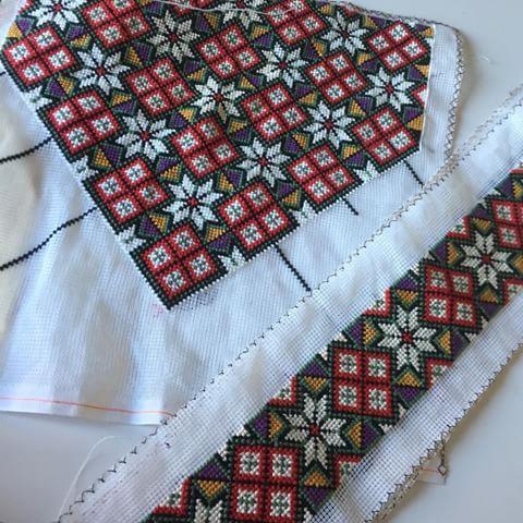 Bunadsbelte og bringeklut klare til montering. #bringeklut#bunadsbelte#sunnhordland#nasjonaldrakt#norskbunad#nationalcostumeofnorway#bringcloth#costumebelt#embroidery#norwegiantradition