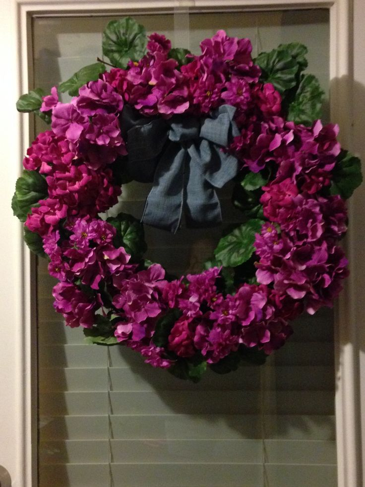 Summer wreath with different shades of purple