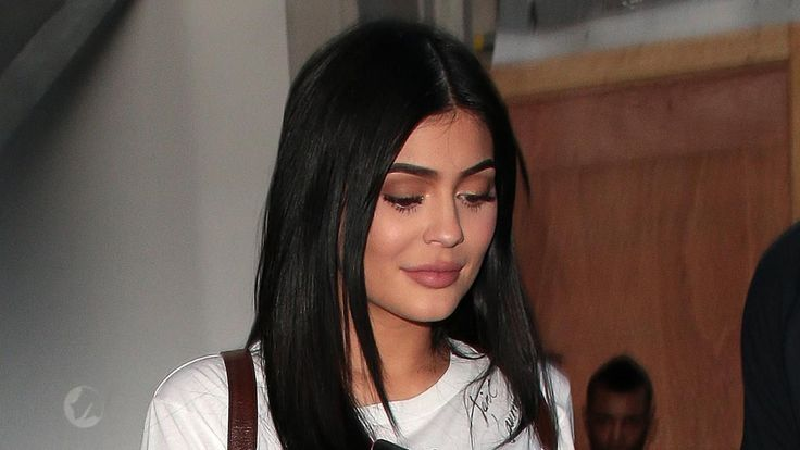 Pregnant Kylie Jenner Shares Snaps of Pink Nails and Room