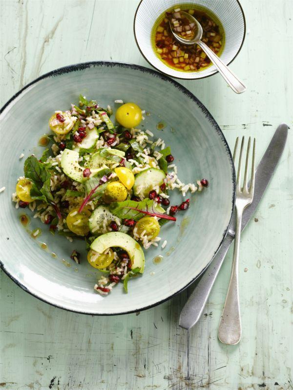 Gurke, Avocado und Granatapfel zusammen in diesem veganen Reissalat! #vegan #salat #avocado #edeka