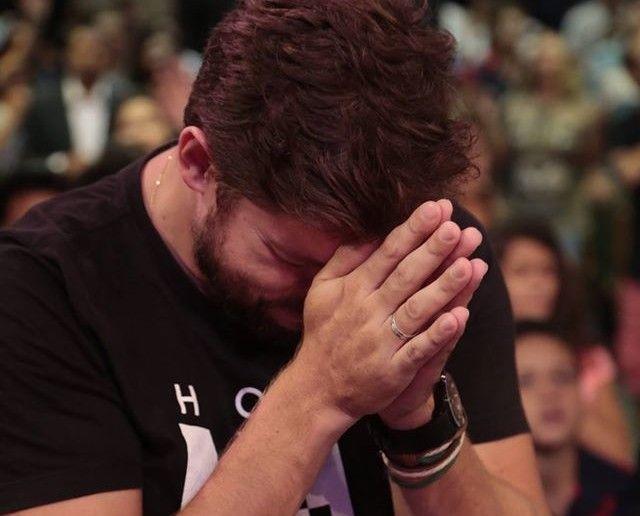 """""""Mas quando você orar, vá para seu quarto, feche a porta e ore a seu Pai, que está no secreto. Então seu Pai, que vê no secreto, o recompensará"""". (Mt6.6) Jesus é o nosso perfeito exemplo de uma vida de intimidade intensa com Deus. As Escrituras descrevem que Ele isolava-se para orar. """"De madrugada, quando …"""