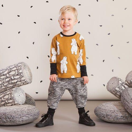 SPACE housut baby, musta-harmaa| NOSH Lasten talvimallistossa seikkailevat lempeän pehmeät jääkarhut, graafiset raidat ja ilmeikkäät leikkaukset. Tutustu mallistoon ja tilaa verkosta, NOSH vaatekutsuilta tai edustajalta www.nosh.fi / (This collection is available only in Finland )