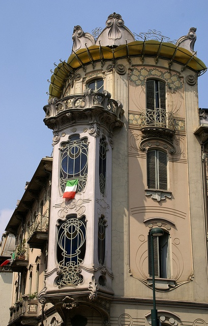 Art Nouveau house (1902), Turin (IT) - ironwork as decorative as jewelry and frescoes of delicate florals