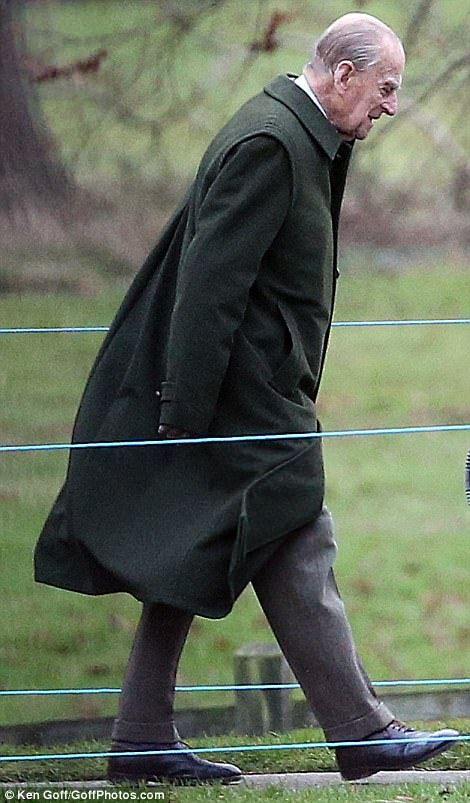 Royal Family out for Christmas Day in Sandringham | Daily Mail Online