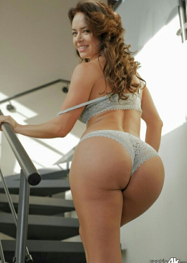 curvy asses matured in lingerie