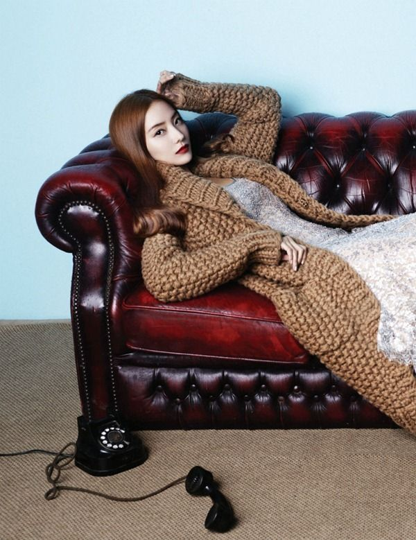Oh, i LOVE everything about this pic.  Love the sweater ; )