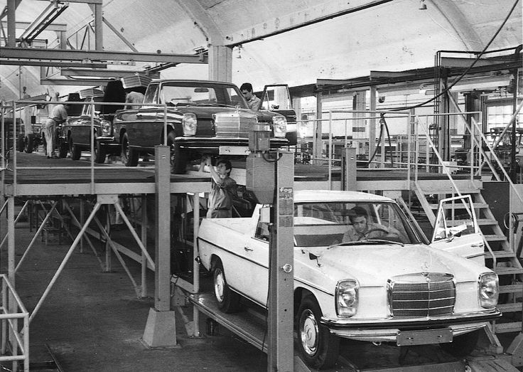 Binz-licensed Mercedes-Benz #W115 Pickup assembly in Argentina.   These cars were distributed via Official Mercedes-Benz dealerships in Argentina as Mercedes-Benz 220D Rural models. Pic via: Auto Clasico #mb #tbt
