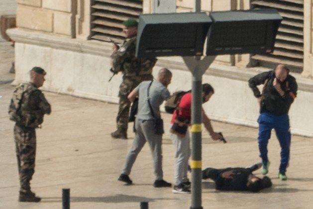 Begin oktober 2017 doodde een jonge dader twee jonge zussen met een mesaanval in het treinstation van Marseille in Zuid-Frankrijk. IS eiste de aanslag op, de zoveelste op Frans grondgebied.