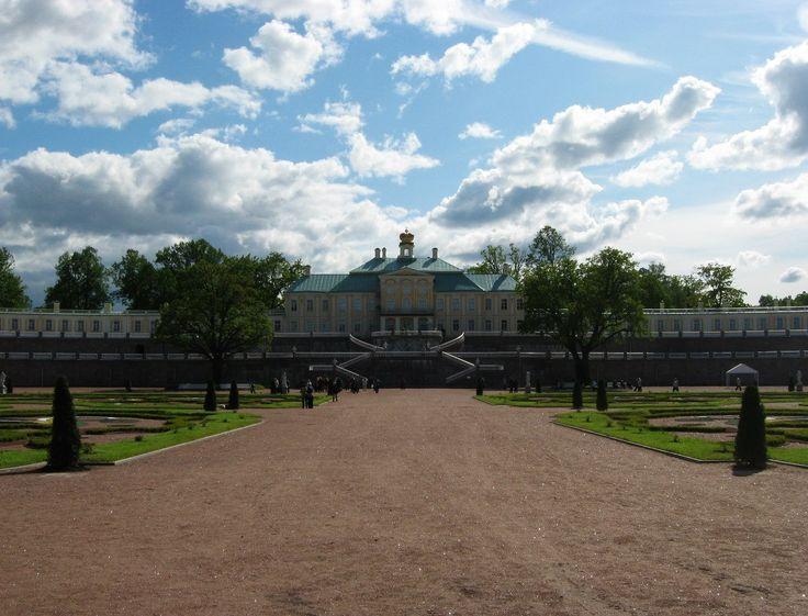 г. Ораниенбаум (ныне Ломоносов). Дворцово-парковый комплекс. Купол здания увенчан огромной короной!!!