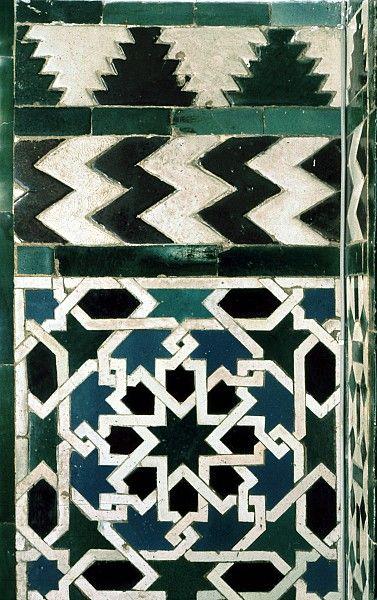 SPA Imagen 2713 que ofrece el área decorada desde el Alcázar, en Sevilla, España, mostrando Modelo geométrico utilizando baldosas de cerámica, mosaico o cerámica.