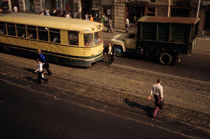1979. Ленинград. На выходе из Гостиного двора