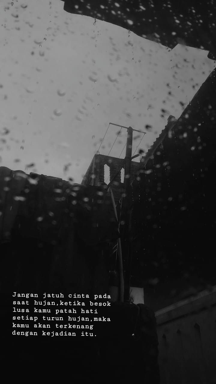 Jangan Jatuh Cinta Pada Saat Hujan Ketika Besok Lusa Kamu Patah