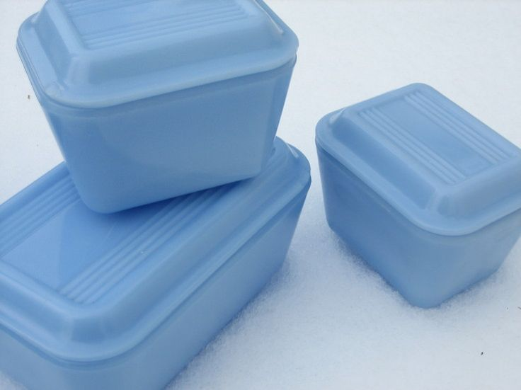 Pyrex Delphite in the Snow-I would love to have even just one piece of this :-)