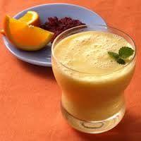 #3-Licuado curativo para tener un corazón sano: Ingredientes 3/4 de taza de jugo de naranja recién exprimido-1/2  de taza de leche de soja-1 cucharada de extracto de vainilla -1 cucharada de miel-Hielo.Verter el juego en la licuadora y agregar la leche de soya, el extracto de vainilla y la miel. Una vez que comience a hacer espuma, detener y servir sobre hielo. Decorar a su gusto.