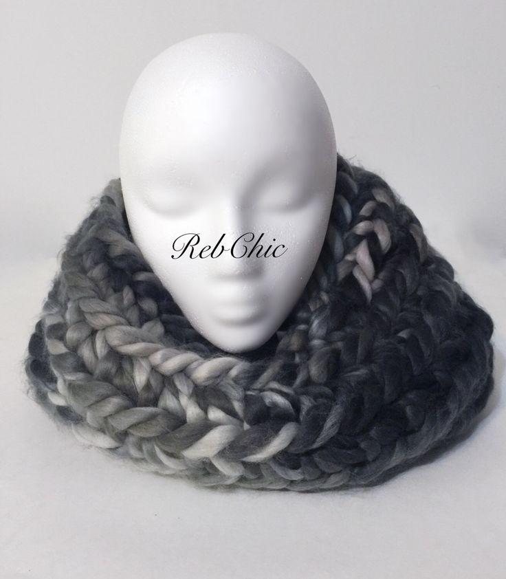 Foulard Collet épais /nuances de gris / cozy chunky cowl / shades of grey par RebChicKnit sur Etsy https://www.etsy.com/ca-fr/listing/496638817/foulard-collet-epais-nuances-de-gris