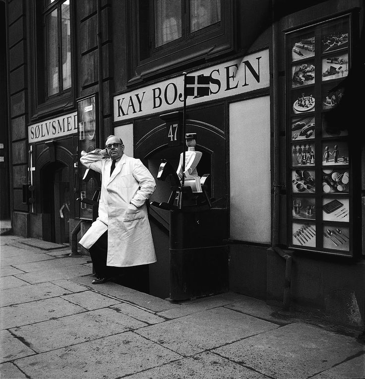 Kay Bojesen, in front of his store in Bredgade