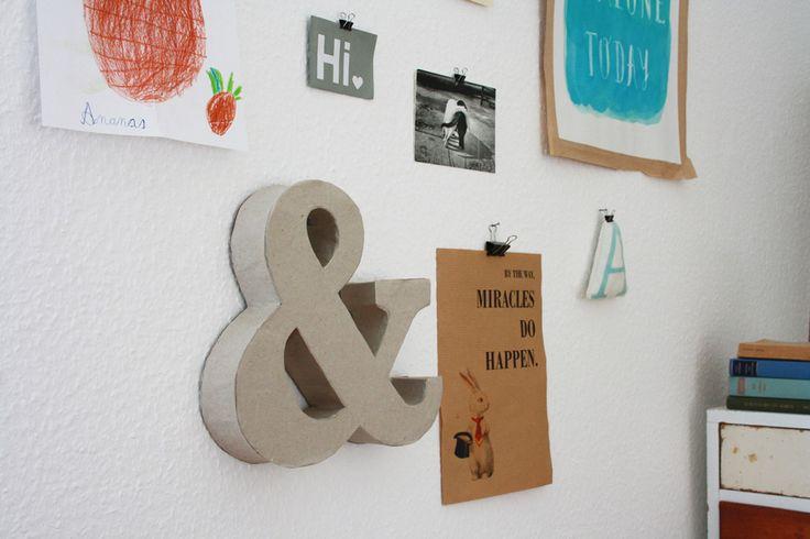 Typografie als Deko im Raum ist superhübsch und seit längerem im Trend. Man kann Buchstaben Rohlinge* auch kaufen und dann individualisieren. Aber wozu Geld dafür ausgeben, wenn man's ganz ei…
