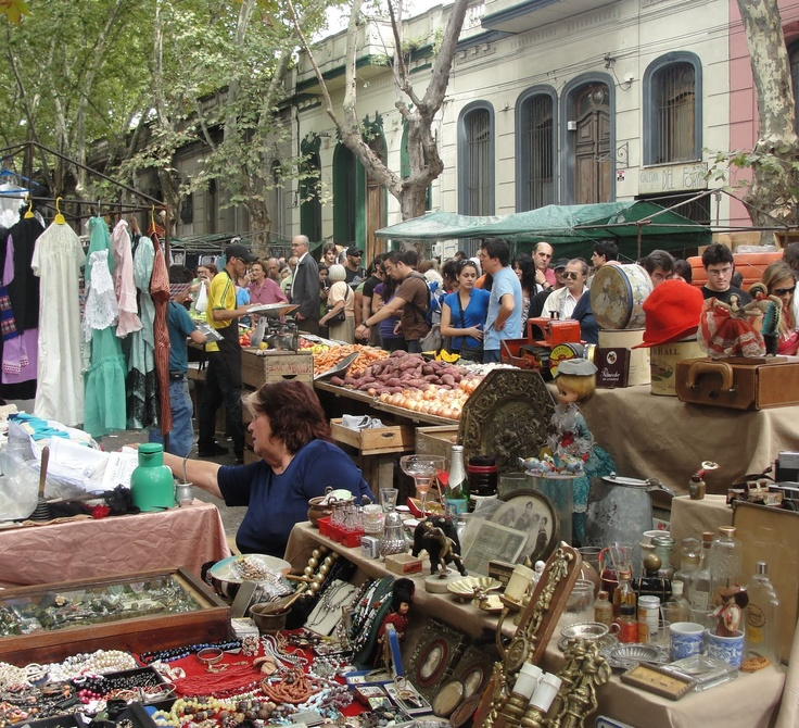 Feria de Tristán Narvaja, en Montevideo. Los domingos a lo largo de la calle Tristán Narvaja, imperdible!