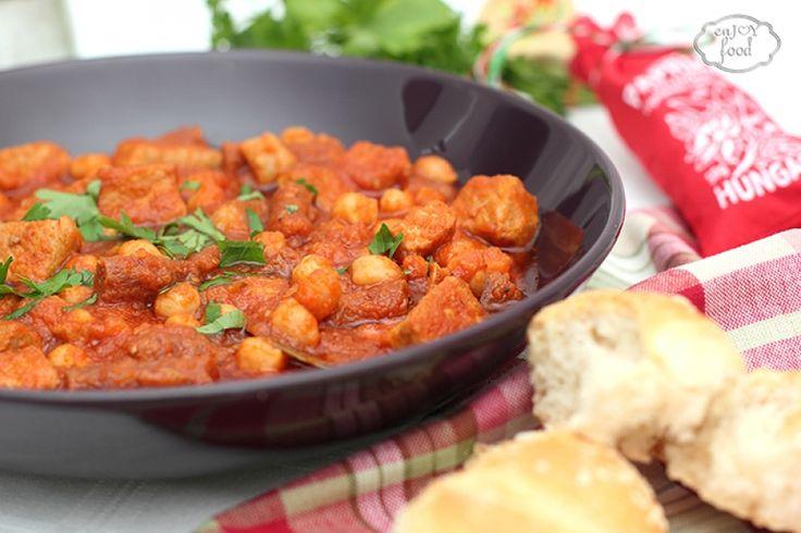 Pork stew with chickpeas - Tocana de porc cu naut