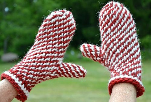 Ravelry: Two-tone Lovikka mitts/ Love these mittens free pattern